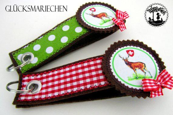 """Schlüsselanhänger """"Alpenglück"""" Hirsch -braun/rot"""